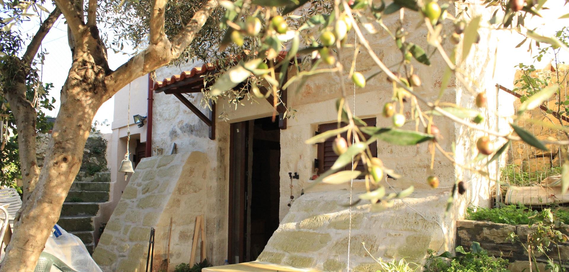 Ανακαίνιση παλαιάς Πέτρινης Διώροφης Κατοικίας