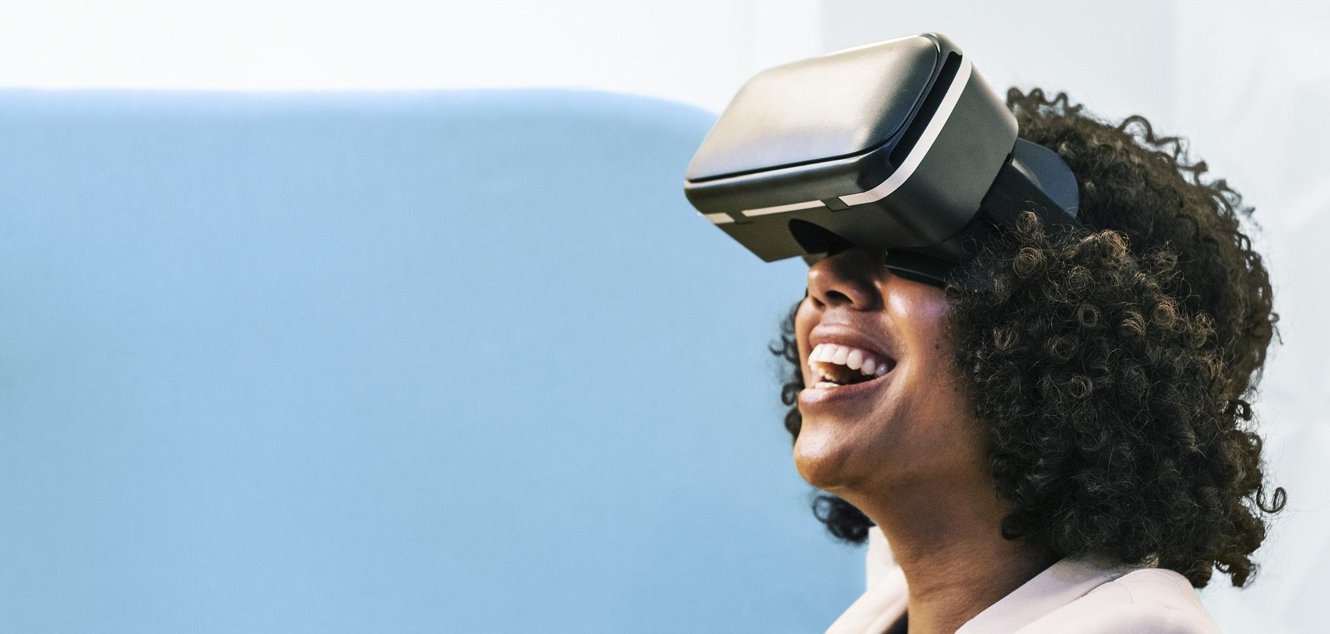 Σχεδιασμός και κατασκευή καταστήματος VR Lab